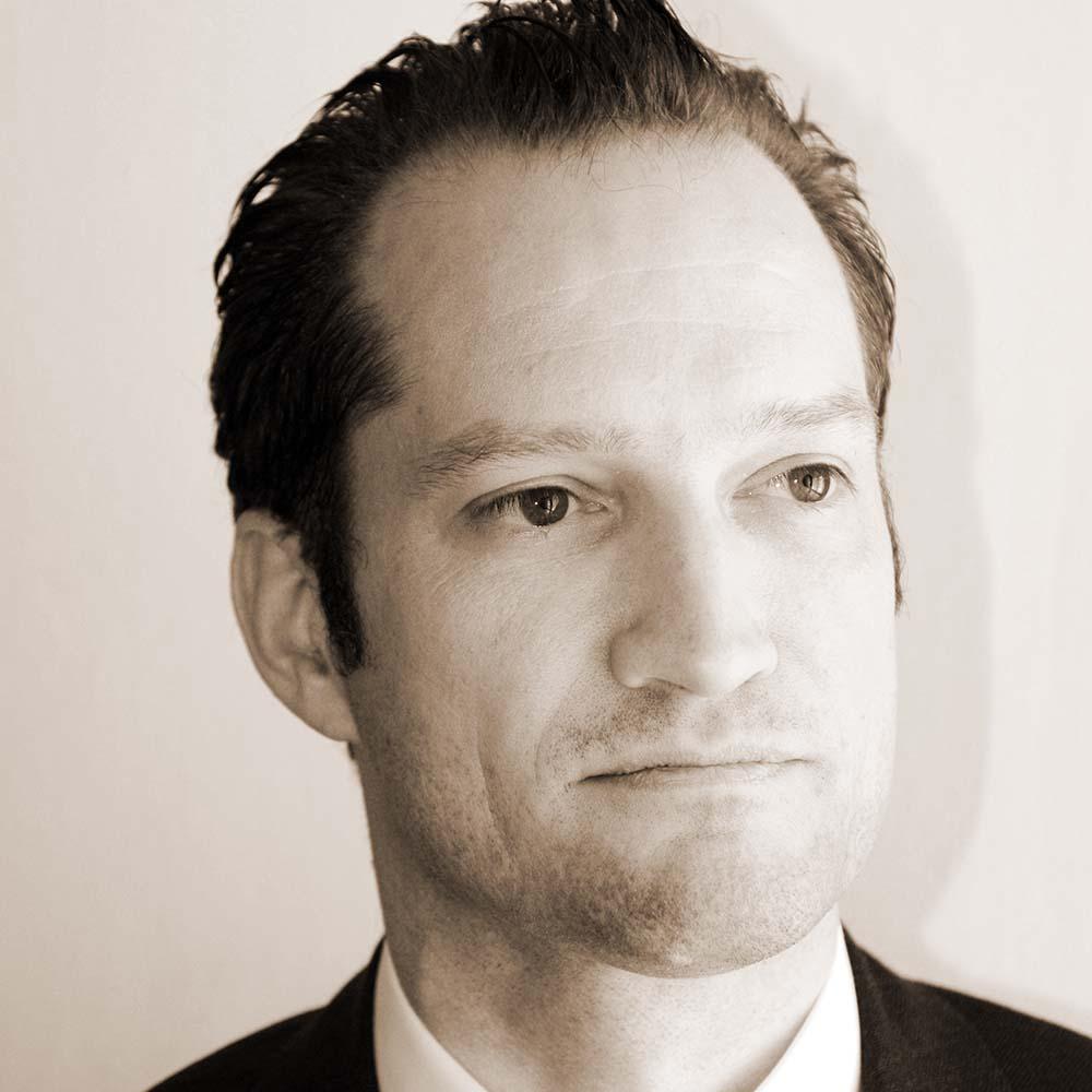 Dr. Florian T. Bayer