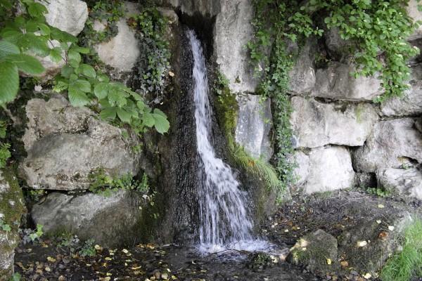 Wasserfall beim Maschinenteich