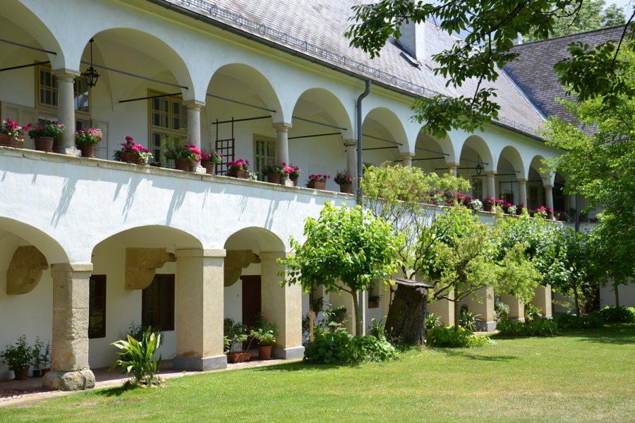 Arkadenhof Schloss Lackenbach